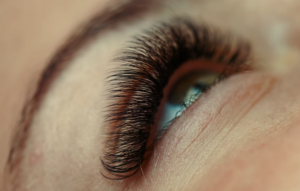 How to Help Swollen Eyelids After Eyelash Extensions